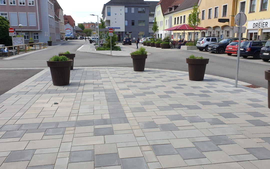 Attnang-Puchheim: Ortskern wird mit Betonpflastersteinen erneuert